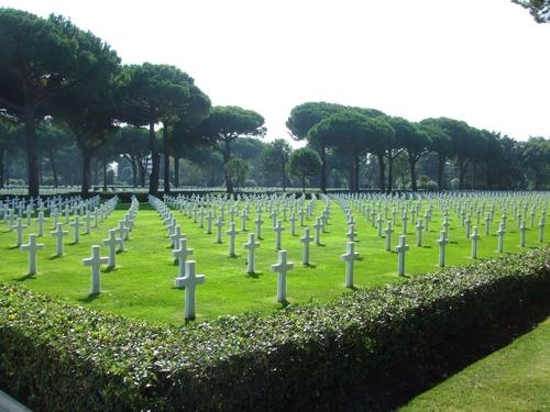 12000 tomb stones of fallen US soilders.JPG